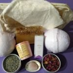 Pampering Bath Kit / Gift Set (Rose + Lavender Bath Bombs)